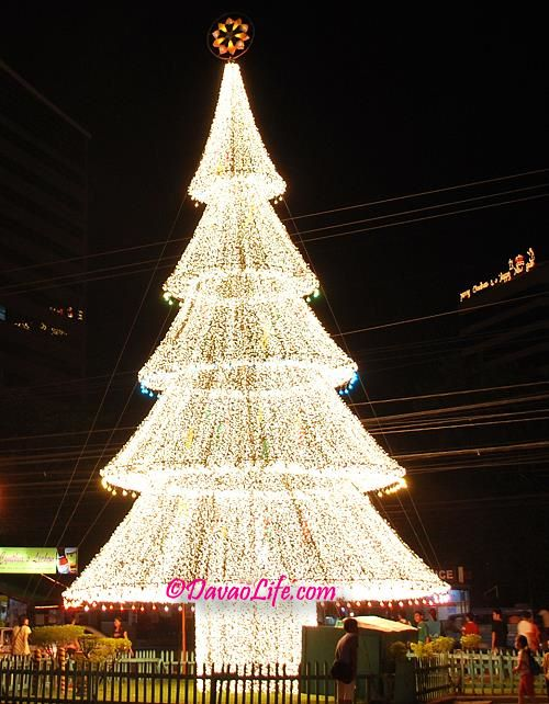 The giant lighted christmas tree outside victoria plaza in Christmas tree decorating ideas philippines