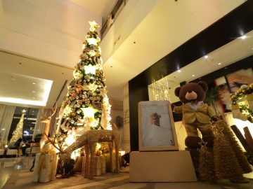 Seda Abreeza's Christmas curated with colors of gold and silver